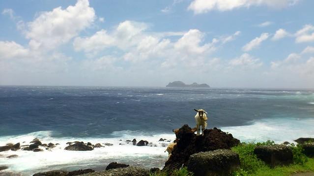美麗的蘭嶼吸引大批遊客,但也造成了難解的垃圾問題。攝影:徐嫈嫈。