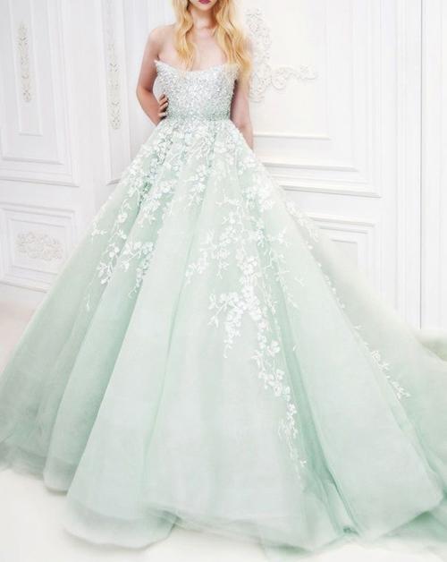 Cô dâu dịu dàng với váy cưới xanh mint