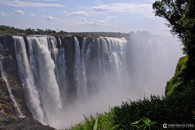 08-11-07 Zimbabwe C. Victoria (124) R01