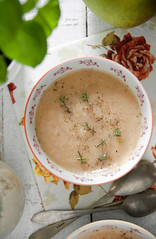 Horseradish soup with apples