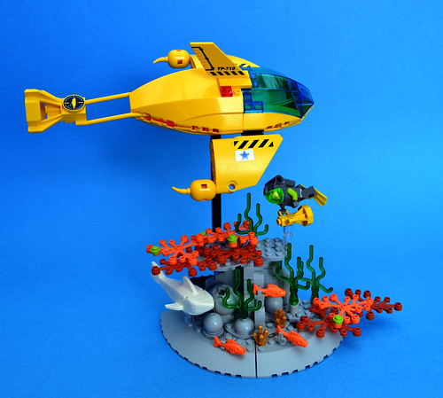 Aquanauts MAKO fast patrol sub and reef