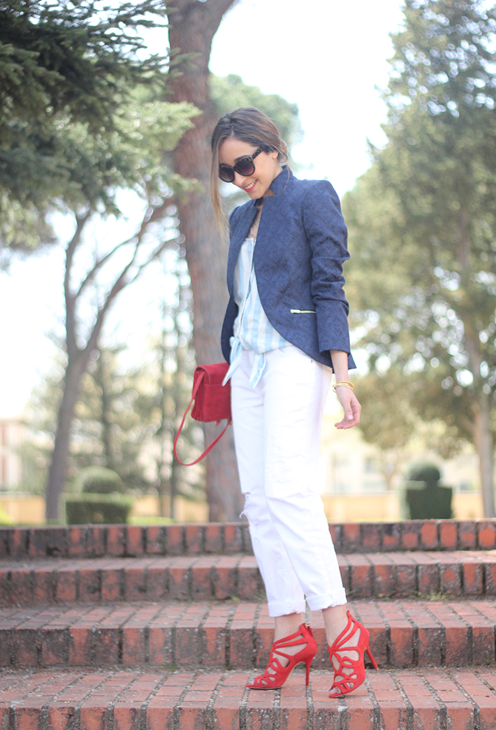 white boyfriend jeans zara blue blazer suiteblanco red sandals09