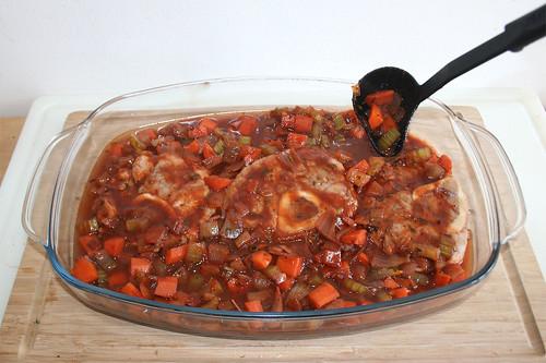 41 - Kalbsbeinscheiben & Sauce in Auflaufform geben / Put veal shanks & sauce in casserole