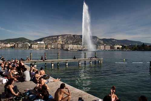street panorama sun lake canon landscape switzerland spring bath view geneva genève printemps 1022mm sunbathing jetdeau 2015 salève romandie pâquis feelinggood bainsdespâquis 7dmarkii