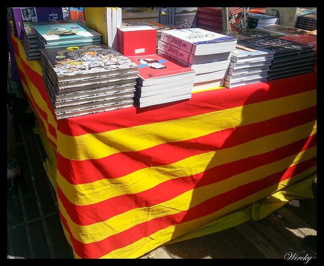 Sí que se vive Sant Jordi en Barcelona - Puesto de libros