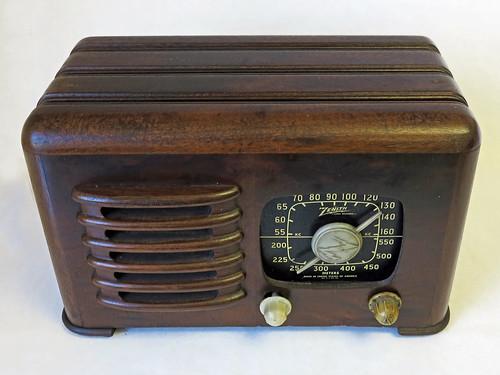 Zenith Antique Radio