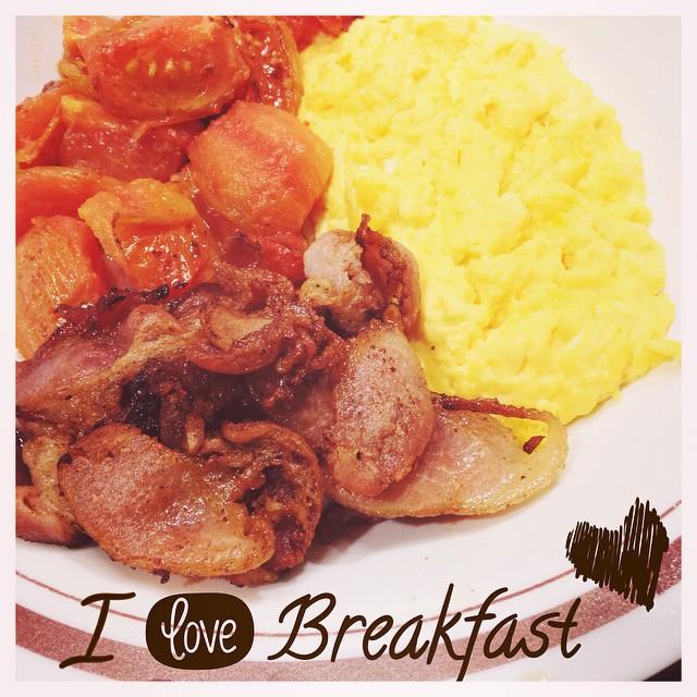 Me and my kitchen #mycookbook #breakfast #omelette #tomato #bacon #lovely