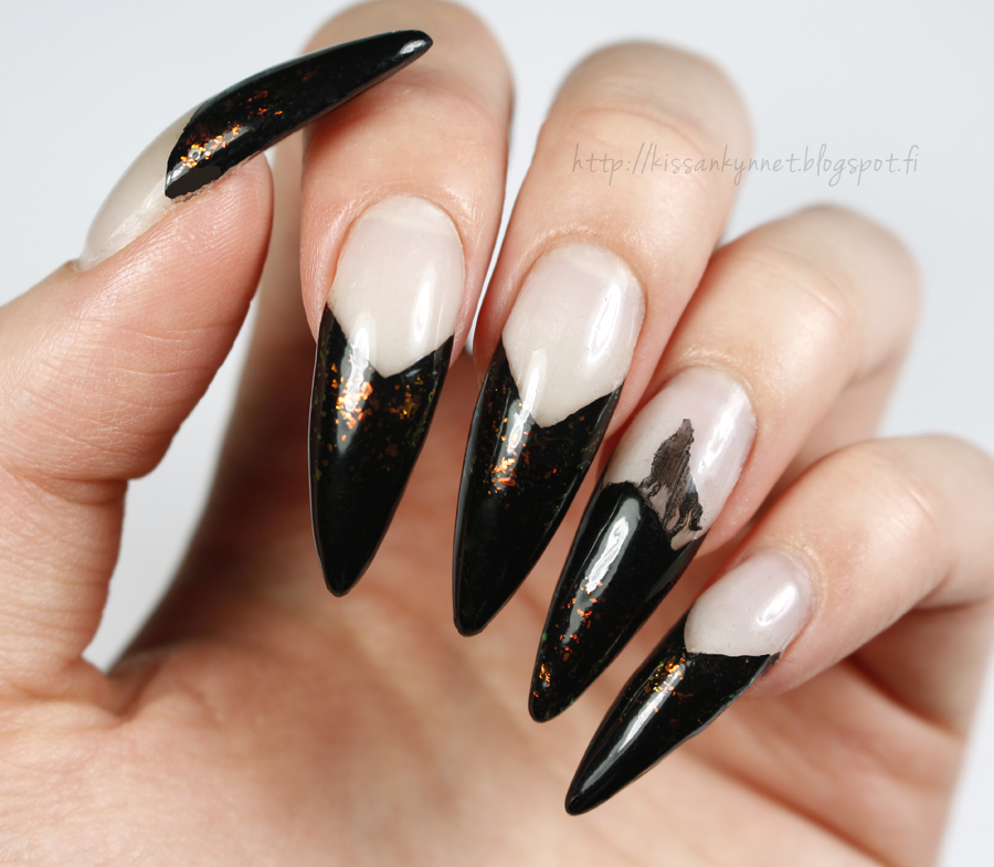 wolf_nails