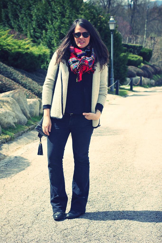 Look total black + tartan
