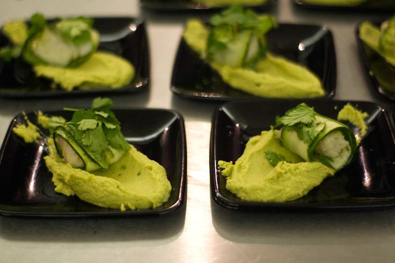 Hummus de coentros, curgete e bacalhau ao vapor
