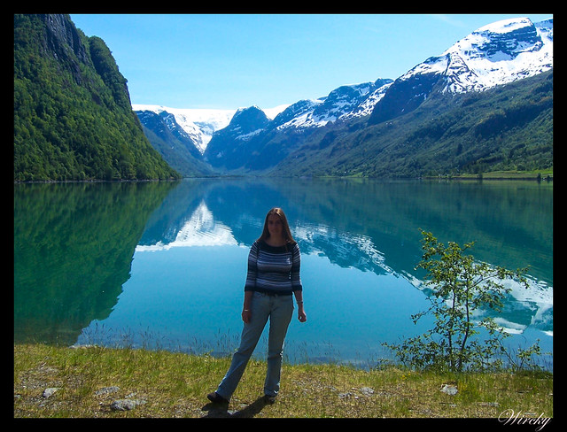 Fiordos noruegos Storfjord Geiranger Hellesylt Briksdal Loen - Lago Oldevatnet con glaciar de Briksdal