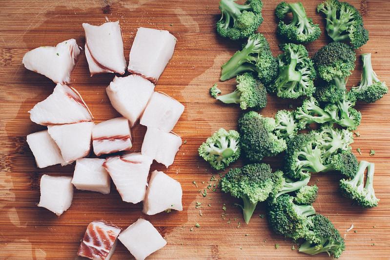 Peixe com Brócolis e Mini Milho ao Curry