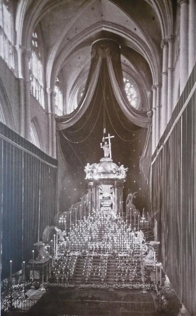 Monumento grande de la catedral de Toledo, obra de Ignacio Haan, instalado por última vez en 1955