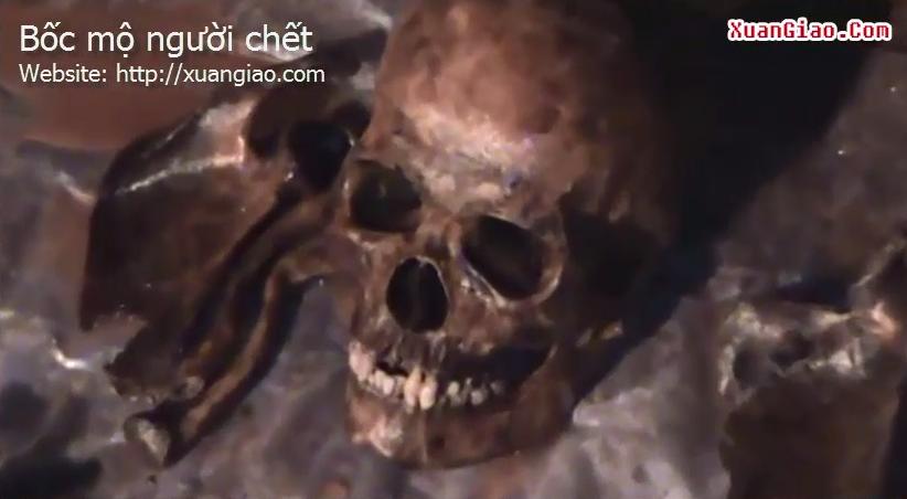 Video: Cảnh bốc mộ người chết