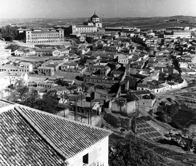 Barrio de la Antequeruela y Escuela Normal de Magisterio en 1952. Fotografía de Erika Groth-Schmachtenberger © Universitätsbibliothek Augsburg