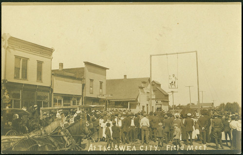 streetfairs acrobats photopostcards localcelebrations sweacityiowa fieldmeets mainstreetscenes