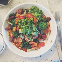 "The Vegan Hash at @greatmaplesd. It's a mountain of Onion, Garlic, Sweet & Pee Wee Potato, Raw Kale (despite the fact that the menu said ""charred""), Tomato, Mushrooms, Avocado, Cilantro, Cinnamon & Harrisa. When Great Maple first opened I was directed her"