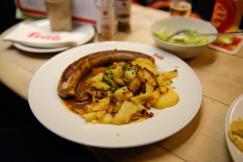 【烤豬腳】配料是馬鈴薯