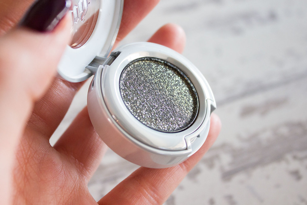 urban-decay-moondust-eyeshadow-scorpio-review