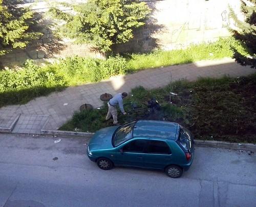 Questo residente deve fare da giardinire e pulire