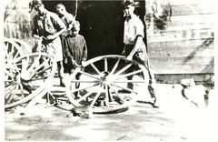 Fabrication des roues de charrette chez Bommenel