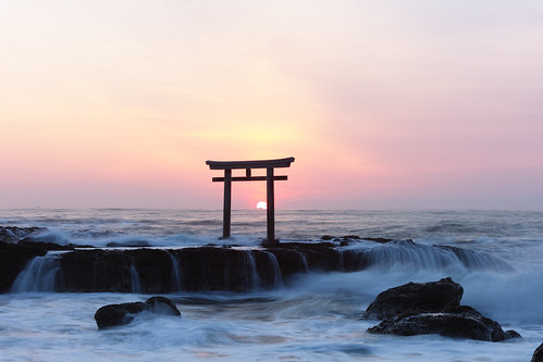 sea japan sunrise shrine archway torii merrill foveon sd1 ibarakiprefecture