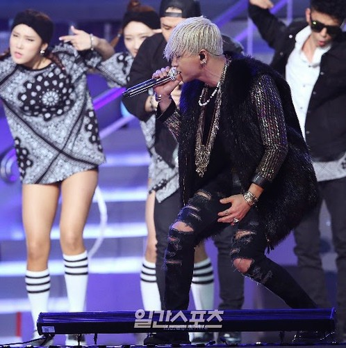 Taeyang-GoldenDisc-Awards-mainshow-20150114-Press-4