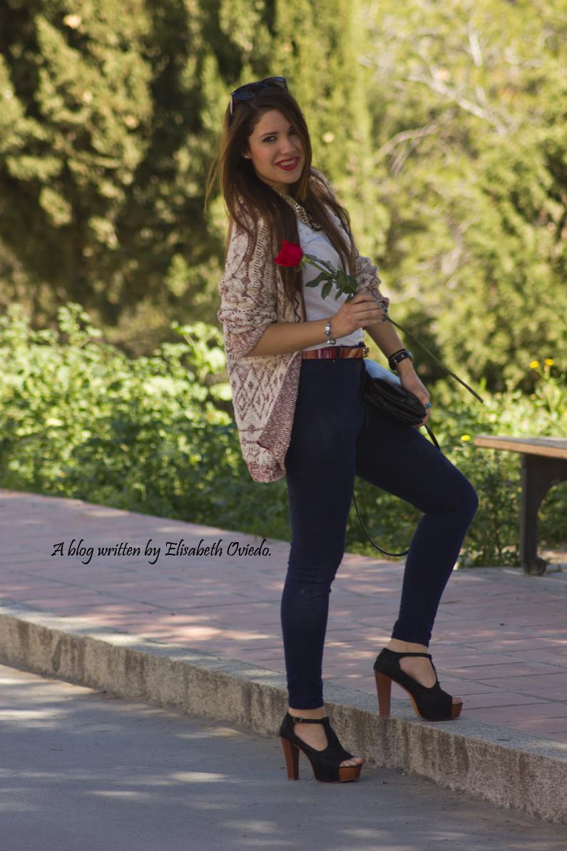 capa-azteca-con-jeans-y-tacones-HEELSANDROSES-(1)