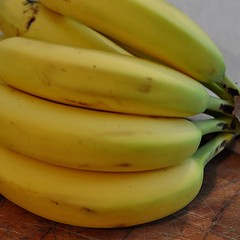 vegetable(0.0), plant(0.0), cooking plantain(1.0), banana(1.0), yellow(1.0), produce(1.0), fruit(1.0), food(1.0),
