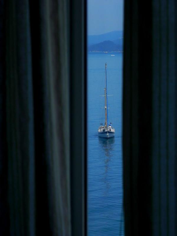 Barco junto a casa