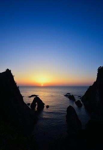 ocean beautiful japan nikon 夕陽 bluehour moment unset 夕日 magichour tottori d600 鳥取 1635mm 日没 日本海 geopark uradome bluemoment 山陰 山陰海岸 浦富海岸 uradomecoast シオパーク