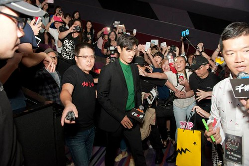 TOP-MCL-StageGreeting-HK-20140927_10