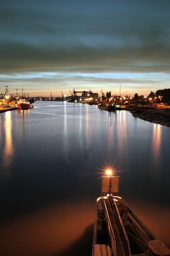 city sunset lamp night river ship cityscape cloudy shipyard gdansk danzig gdańsk trójmiasto stocznia pomorskie tamronspaf1750mmf28xrdiiildasphericalif canoneos400d martwawisła mostsiennicki