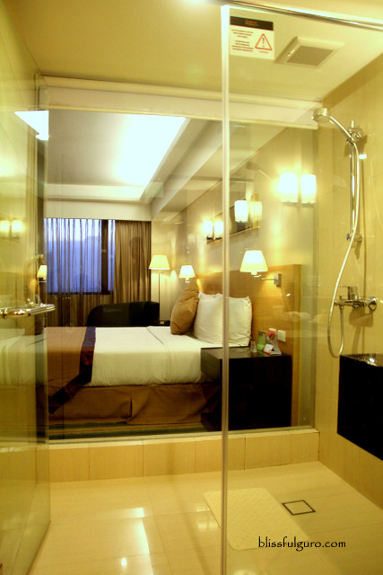 Luxent Hotel Quezon City Deluxe King Room