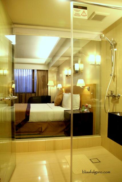 Luxent Hotel Quezon City Deluxe King Room