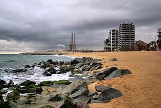 Imagen de Platja Pont del Petroli. barcelona españa beach spain cloudy playa catalunya nublado badalona