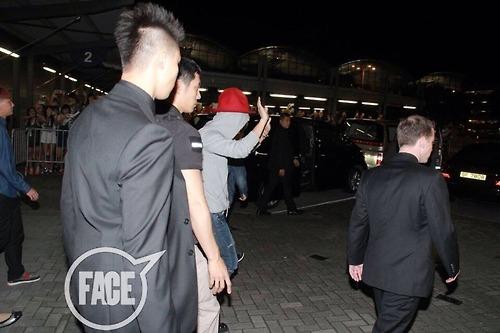 GDragon_Arriving-HongKong-forTOS-20140728 (6)
