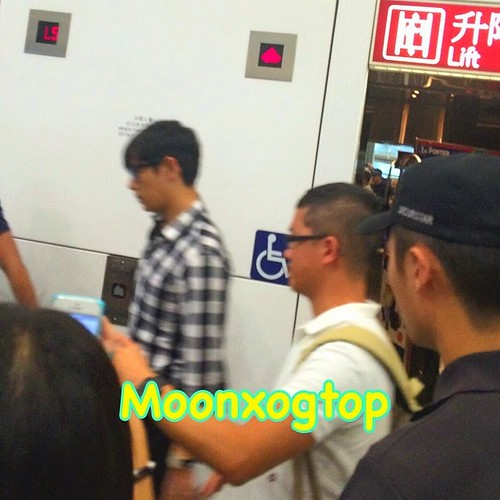 TOP-HongKongAirport-26sep2014-Fan-moonxogtop-01