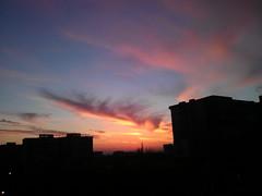 #sunrise #noedit #nofilter #vsco #vscocam #mobile #smartphone #sky #contrejour #morning #urban #backlight