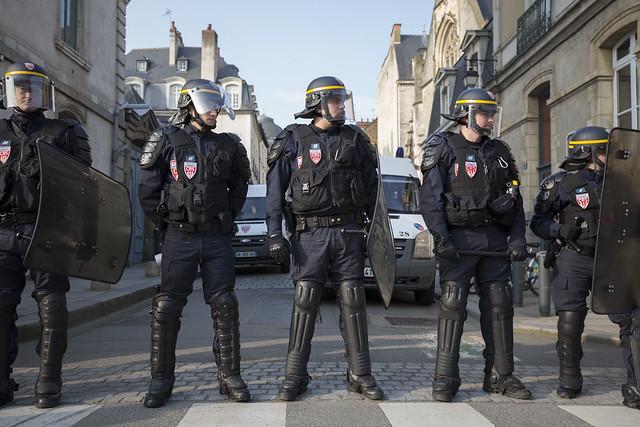 Rennes : Manifestation contre les violences policières en marge du procès.