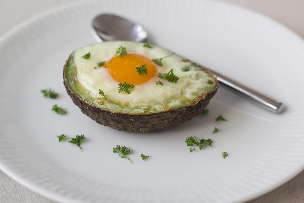Opskrift på bagt avokado med æg
