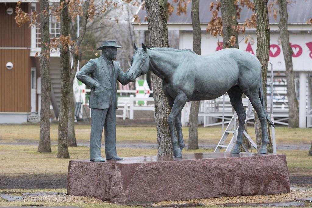 吉田善哉氏とノーザンテーストの銅像 - Mr.Zenya Yoshida and Northern Taste's Statue
