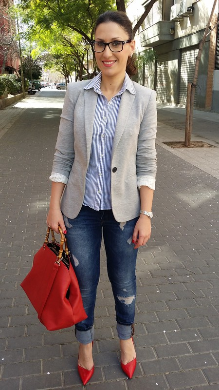 Gafas, jeans rotos, stilettos rojos, blusa de rayas blancas y azules, blazer gris claro, glasses, ripped jeans, red stilettos, white and blue striped blouse, light gray blazer, Zara, Abercrombie & Fitch, Berskha, Parfois, Claire's, Swarovski, Viceroy