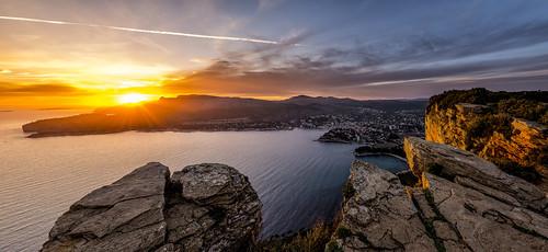 sunset sea panorama france stone golden spring nikon frankreich mediterranean sonnenuntergang stones pano steine hour stein cassis frühling südfrankreich felsen mittelmeer klippe provencealpescôtedazur d800e