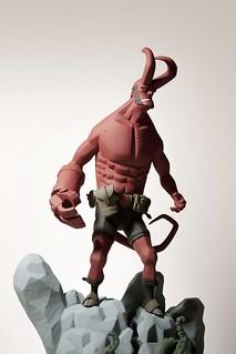 經典傑作第二彈!Mike Mignola 版 1/6 比例《地獄怪客》雕像 第二版