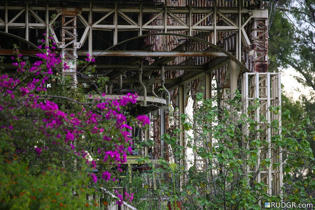 Abandoned theme park, Parque de la Ciudad (Buneos Aires, Argentina)