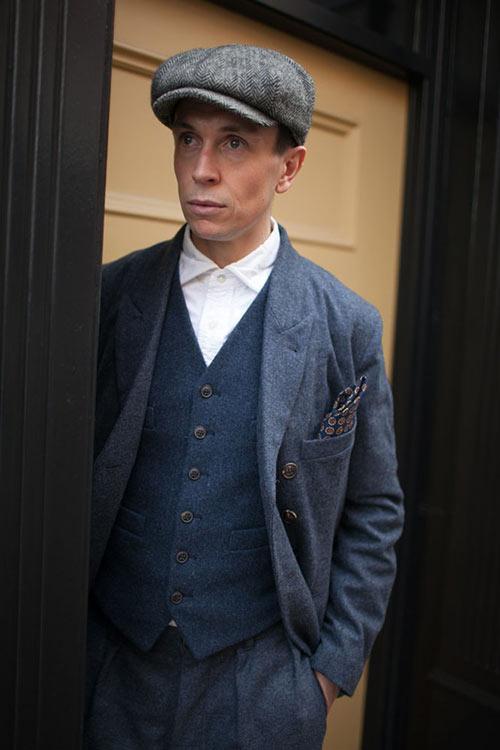 ポールハーンデンのスーツ×ジレ×白シャツ