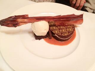 Gratén de chocolate con praliné y helado
