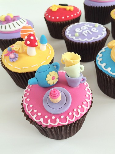 Alice in Wonderland Cake and Cupcakes