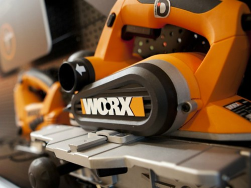 The 40V lithium-ion battery means users can be back out on the job in just one hour